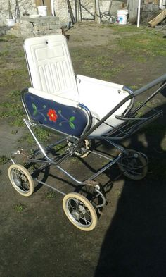 🐱 Silver Cross Prams, Vintage Pram, Prams And Pushchairs, Dolls Prams, Good Old Times, Baby Carriage, Antique Toys, Kids And Parenting, Little Ones