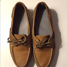 Classic Sperry Boat Shoes •Like new Sperry's •Insole was changed • Worn only a few times Sperry Top-Sider Shoes Flats & Loafers