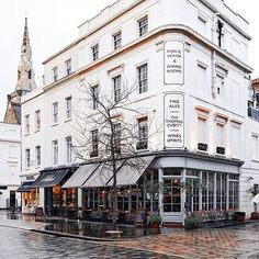 いいね!3,708件、コメント36件 ― #prettycitylondonさん(@prettycitylondon)のInstagramアカウント: 「Cosy pubs on favourite streets of #prettycitylondon - welcome @framboisejam to the capital, we are…」