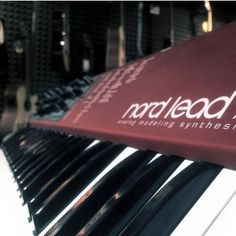 Top analog modelling on tip of your fingers, try it out in our stores! #nord #nordlead #muziker #analogmodelling #synth