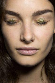 Gold glitter eyes #beauty #makeup