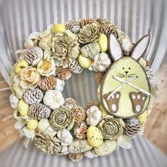 Easter Wreaths, Wreaths For Front Door, Spring Crafts, Easter Crafts, Seasonal Decor, Bunt, Floral Arrangements, Projects To Try, Creative