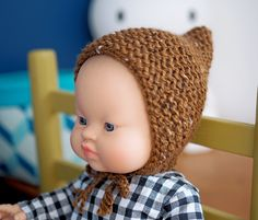 Knit a pointed cap for doll # Christmas outfit # - Tenue de Noël - Baby Christmas Crochet Knitting For Kids, Easy Knitting, Knitting Patterns Free, Free Pattern, Knitting Dolls Clothes, Knitted Dolls, Knitted Hats, Crochet Hats, Crochet Christmas Hats