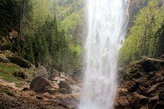 In Slovenië kon ik een punt van mijn Bucket List afstrepen: achter een waterval staan. En wauw, wat was dat práchtig!