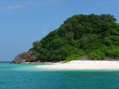 PLAYAS DE KO LIPE Tailandia es otro de los destinos que tiene muchas playas increíbles por toda su costa. Una de ellas está en Ko Lipe, una ...