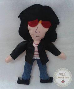 Boneco Joey Ramone em feltro https://www.facebook.com/pages/Ateli%C3%AA-Criando-Recriando/514166075310992