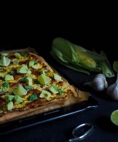 Maissipizza sisältää tuoreen maissin lisäksi rutosti juustoa ja chiliä. Se viimeistellään korianterilla, limetillä ja avocadolla!