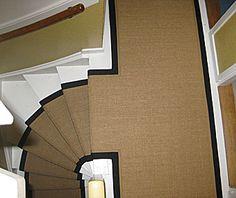 Een kokos traploper op de trap die ook nog is op de overloop ligt! 1930s House Renovation, Art Deco Era, Stairways, Mudroom, Entrance, Restoration, Pantry Ideas, House Styles, Building