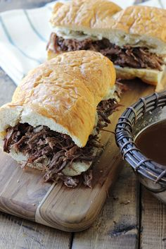 A slow cooker French Dip sandwich that& a perfect hot fix for cool weather. Dip, dip, dip it in some hearty au jus gravy! Slow Cooker Recipes, Crockpot Recipes, Cooking Recipes, Yummy Recipes, Recipies, Hot Weather Meals, Au Jus Gravy, How To Make Sandwich, French Dip