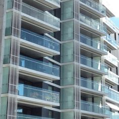Modern living - Tjuvholmen, Oslo #modern #moderne #modernarchitecture #arkitektur #architecture #balcony #apartments #leilighet #seaside #seaview #tjuvholmen #oslo #aspelinramm #norway