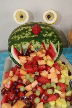kids party idea... healthy for a change:) Monster Birthday Parties, Boy Birthday, Summer Birthday, Birthday Ideas, Birthday Cake, Watermelon Monster, Watermelon Fruit, Fruit Salad, Childrens Party