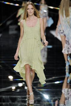 Elie Saab Spring 2009 Ready-to-Wear Collection Slideshow on Style.com