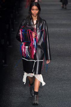 #AlexanderMcQueen   #fashion  #Koshchenets    Alexander McQueen Fall 2017 Ready-to-Wear Collection Photos - Vogue