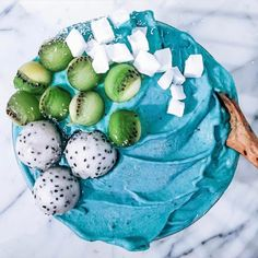 Ocean Reefs Inspired Smoothie Bowl by @tropicallylina with the freckled trio kiwifruit balls and dehydrated coconut cubes. For the base I blended 2 frozen bananas, a scoop of blue majik spirulina, 1/2 tsp of green algae and 1 chilled and peeled kiwifrui