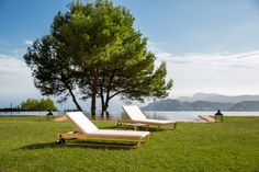POINT LINEAL sun loungers by Gabriel Teixeidó
