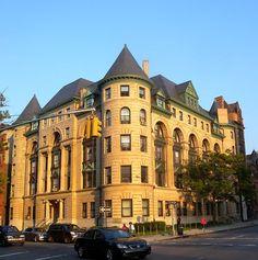 A Neighborhood to Crown Heights