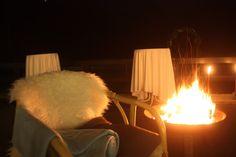 Kuschelzeit am offenen Feuer - Winterhochzeit am See, Riessersee Hotel Garmisch - Winter wedding in Bavaria, fire basket and cosy corners