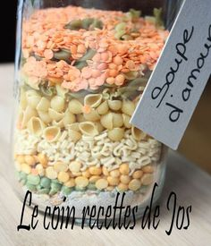 recipes in a jar gifts Mason Jar Meals, Meals In A Jar, Pot Mason, Sos Recipe, Christmas Jar Gifts, Soup In A Jar, Homemade Food Gifts, Mason Jar Projects, Cookie Gifts