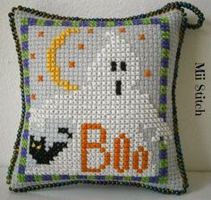 Mii Stitch: Halloween Ornament Exchange Fall Cross Stitch, Cross Stitch Boards, Mini Cross Stitch, Beaded Cross Stitch, Cross Stitch Embroidery, Halloween Embroidery, Halloween Cross Stitches, Halloween Quilts, Quilt Stitching