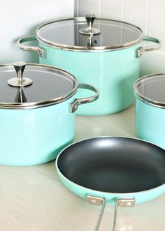 Kitchen Needed More Turquoise Kate Spade Turquoise Pots and Pans from the All in Good Taste Collection - Love the non-stick coating!Kate Spade Turquoise Pots and Pans from the All in Good Taste Collection - Love the non-stick coating! Kitchen Utensils, Kitchen Gadgets, Kitchen Appliances, Kitchens, Kitchen Cabinets, Kitchen Dishes, Cupboards, New Kitchen, Vintage Kitchen