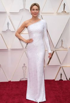 From Renee Zellweger to Margot Robbie, Saoirse Ronan to Scarlett Johansson, keep an eye on this page for live updates on the best dressed from the Oscar 2020 red carpet. Celebrity Red Carpet, Celebrity Dresses, Celebrity Style, Nice Dresses, Formal Dresses, Long Dresses, Beautiful Dresses, Renee Zellweger, White Gowns