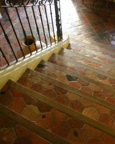 This is a mix of wood & tile - might be an interesting compromise. I think it makes the landing more complicated not less. Bathroom Styling, Bathroom Ideas, Tile Stairs, Antique Tiles, Style Tile, Mosaic Designs, Color Tile, Stairways, Decoration