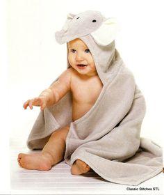Bebé personalizado toalla con capucha por ClassicStitchesSTL, $34.00