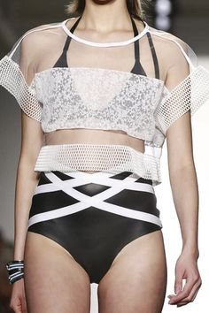Ohne Titel Ready To Wear Spring Summer 2015 New York If only I could rock this amazing top.what's your favorite summer athleisure piece? Sport Fashion, Love Fashion, High Fashion, Fashion Outfits, Fashion Design, New York Fashion, Runway Fashion, Latest Fashion, Sporty Chic