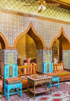 tunisia houses: Kairouan, Tunesië - 30 augustus 2015: De hal gebouwd in de oude Arabische stijl met behulp van de geglazuurde tegels met traditionele patronen, gouverneurs herenhuis, op 30 augustus in Kairouan.