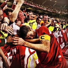 The very least he deserves #LFC #StevieG 5-1