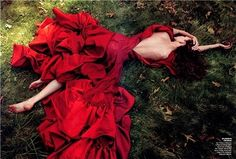 Karlie Kloss photographed by Annie Leibovitz, Vogue July 2009