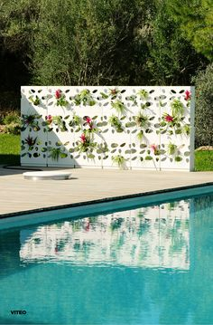 Gardenwall: Nature and design in harmony. The Gardenwall by designer Gordon Tait can be perfectly used as wind protection or as a room divider on a terrace. Design by Gordon Tait. Terrace Design, Outdoor Furniture, Outdoor Decor, The Outsiders, Divider, Nature, Room, Collection, Home Decor