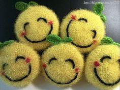 세상 어디에도 없는 100% 핸드메이드 코바늘뜨기 수세미입니다. 양면 원형뜨기를 응용해서 코바늘뜨기한, ... Crochet Scrubbies, Knit Crochet, Creative Bubble, Different Crochet Stitches, Bazaar Ideas, Crochet Purses, Crochet Flowers, Smiley, Diy And Crafts