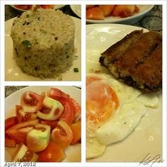 朝ごはん #breakfast #sunny-sideup #bangus #tomato #garlic-rice #food #philippines