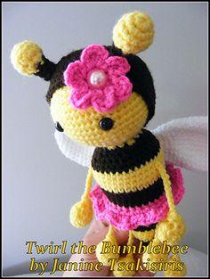Twist and Twirl Bumble Bees - Crochet Pattern by #NeensCrochetCorner | Featured at Neen's Crochet Corner - Sponsor Spotlight Round Up via @beckastreasures | #fallintochristmas2016 #crochetcontest #spotlight #crochet #roundup
