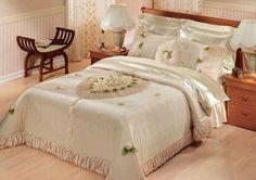 gül-süslemeli-gelin-yatak-örtüsü