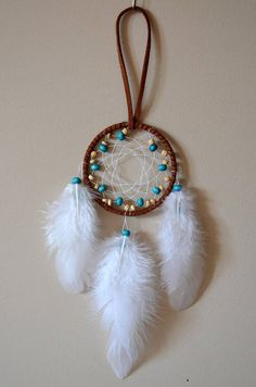 Brown Dream Catcher with Wood Beads . Dream Catcher For Car, Making Dream Catchers, Dream Catcher Necklace, Dream Catcher Tattoo, Beautiful Dream, Beautiful Hands, Los Dreamcatchers, Mundo Hippie, Indian Arts And Crafts