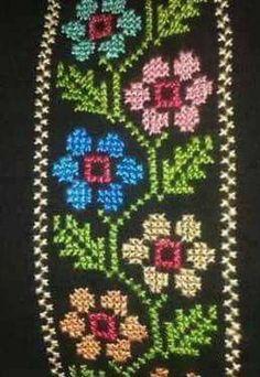 Mini Cross Stitch, Cross Stitch Rose, Cross Stitch Embroidery, Cross Stitch Patterns, Green Books, Folk Art, Diy And Crafts, Crochet, Design