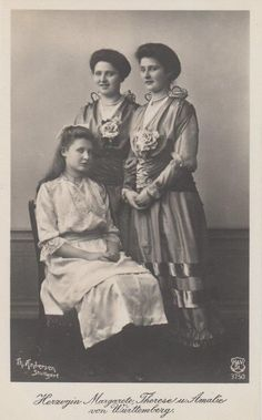 The three daughters of  Duke Albrecht of Württemberg. From left : Margarita (1902-1945) Maria Theresa (1898-1928) and Maria Amalia (1897-1923). Neither of the three got married. Margarita was killed during World War II. Maria Teresa became a nun and like her Maria Amelia died young.
