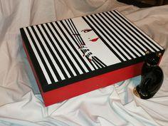modern idők fekete-piros-fehér kompozíció; egyszerű de mégis mutatós / black-red-white