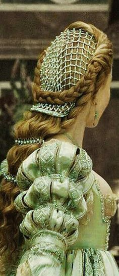 The Borgia's Theatrical Costume - Pale Green Dress - Sleeve and Headdress Detail - Italian Renaissance Mode Renaissance, Costume Renaissance, Renaissance Fashion, Italian Renaissance Dress, Renaissance Hairstyles, Tudor Fashion, Medieval Costume, Renaissance Clothing, Victorian Fashion
