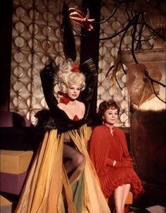 Sandra Milo and Giulietta Masina in Juliette des esprits directed by Federico Fellini, 1965