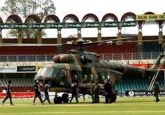डिजिटल डेस्क (भोपाल)। 12 साल पहले आज ही के दिन (3 मार्च 2009) को इंटरनेशनल टेस्ट मैच में ऐसी स्थिति बन गई थी कि क्रिकेटरों की जिंदगी बचाने के लिए आर्मी को हेलीकाप्टर मैदान में उतारना पड़ा था और इसके बाद यह दिन क्रिकेट के इतिहास में काला दिन कहलाने लगा। दरअसल, 2009 में श्रीलंका की टीम पाकिस्तान के दौरे पर थी और पाकिस्तान के लाहौर में स्थित गद्दाफी स्टेडियम में 1 मार्च से सीरीज कादूसरा टेस्ट मैच खेला जा रहा था। लेकिन मैच के तीसरे दिन खिलाड़ियों के साथ जो हुआ उसके बाद मैच ड्रा हो गया और श्रील Kane Williamson, Ravindra Jadeja, Chennai Super Kings, Sachin Tendulkar, Cricket News, Sports News, World Cup, Comebacks, Bring It On