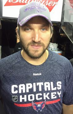 The hat makes his eyes stand out even more. Hockey Rules, Hockey Teams, Hockey Players, Ice Hockey, Washington Capitals Hockey, Alexander Ovechkin, World Of Sports, Hat Making, Hot Guys