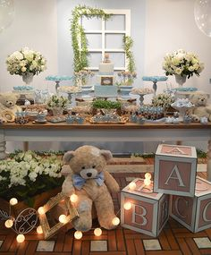 Shades of blue/bear baby shower tablescape Baby Shower Azul, Deco Baby Shower, Shower Bebe, Boy Baby Shower Themes, Shower Party, Baby Shower Games, Baby Shower Parties, Baby Boy Shower, Teddy Bear Party