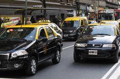 BA Taxi, la respuesta del Gobierno de la Ciudad a Uber para viajar con choferes y autos registrados  El Gobierno de la Ciudad planea lanzar BA Taxi, su propia aplicación móvil para taxistas en respuesta a la propuesta de Uber. Foto: LA NACION / Rodrigo Néspolo