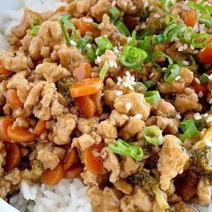 Teriyaki chicken rice bowls are a 30 minute dinner. Ground chicken, broccoli, and carrots simmer on the stove top in a delicious and simple teriyaki sauce. Crispy Honey Chicken, Baked Orange Chicken, Chicken Taco Soup, Chicken Recipes, Chicken Chowder, Corn Chicken, Teriyaki Rice, Homemade Teriyaki Sauce, Buzzfeed Tasty