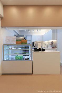 [422] 작은 마카롱가게 인테리어 / 7평 카페외관 : 네이버 블로그 Cafe Interior Design, Home Design Decor, Cafe Design, Interior Architecture, Cake Shop Design, Coffee Shop Design, Cafe Counter, Cafe Concept, Counter Design