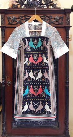 Blouse Batik, Batik Dress, Chic Outfits, Fashion Outfits, Womens Fashion, Dress Batik Kombinasi, Filipiniana Dress, Dress Brokat, Batik Kebaya