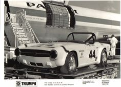 BOB TULLIUS GROUP 44 1968 TRIUMPH TR-250 RACE CAR Vintage Look METAL SIGN